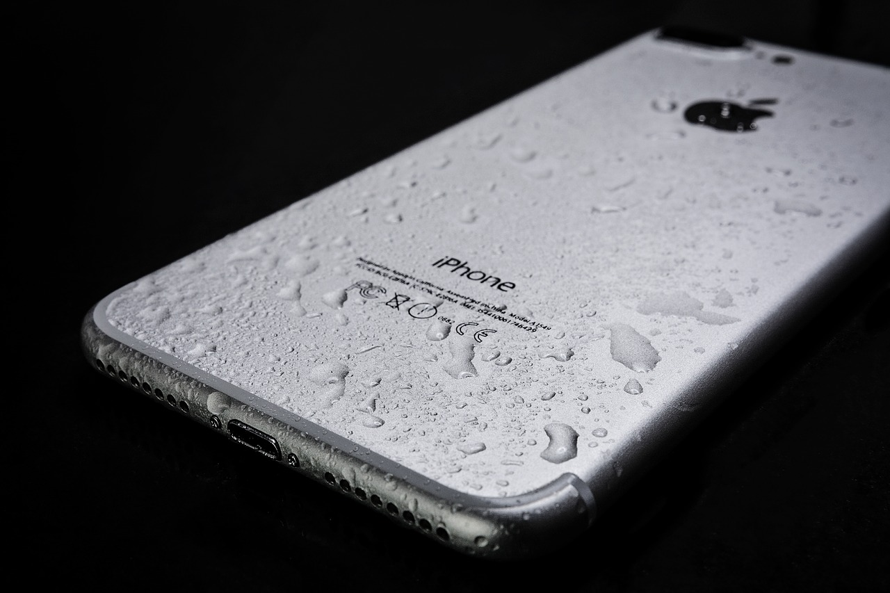 Could Apple be Planning a Waterproof iPhone 7?